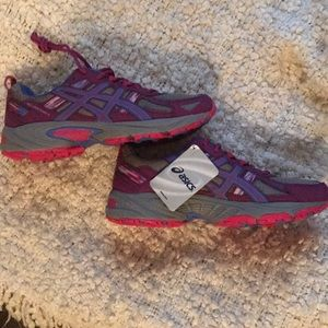 Brand new Asics with fun colors !!